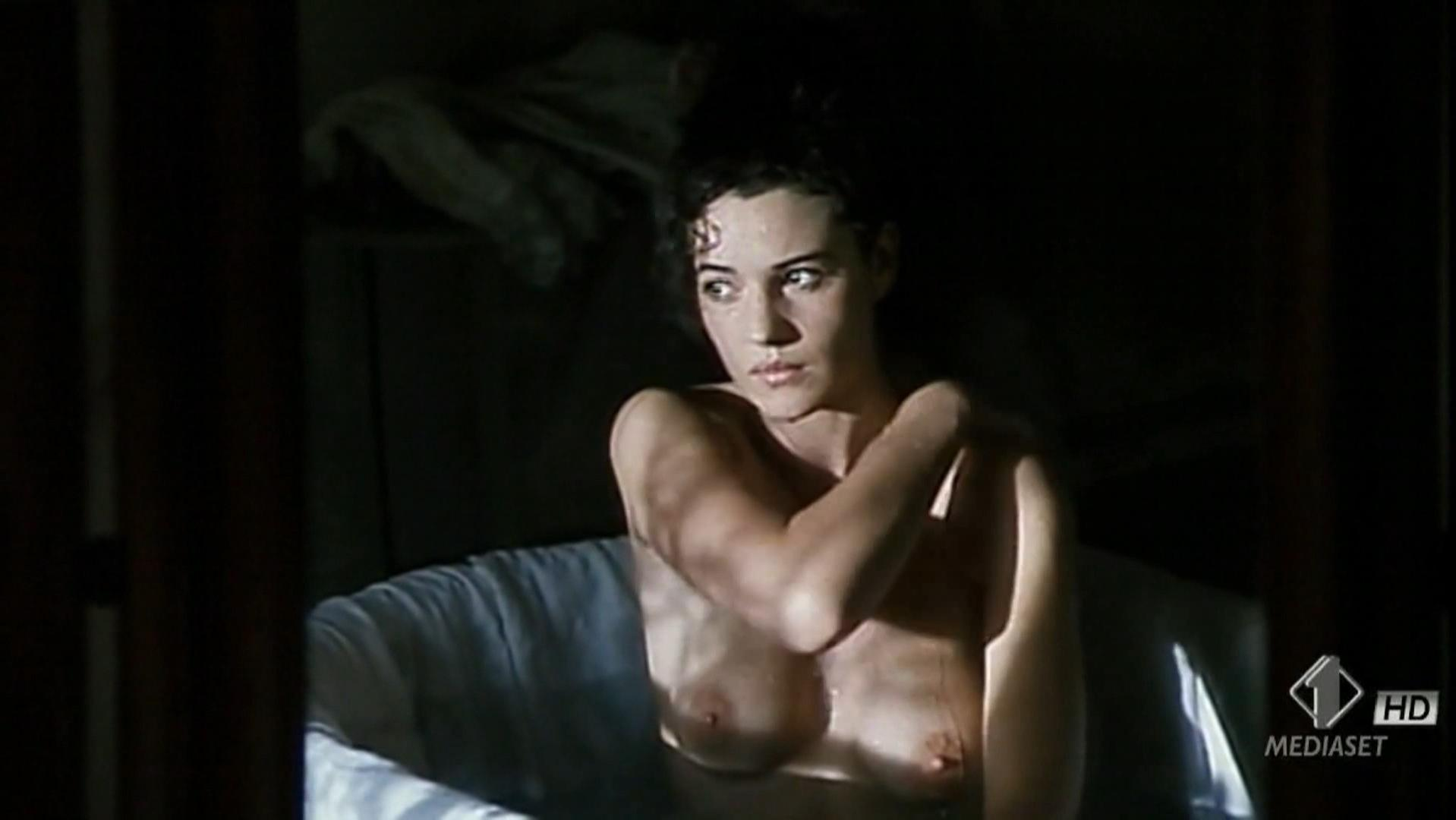 Monica bellucci boobs naked