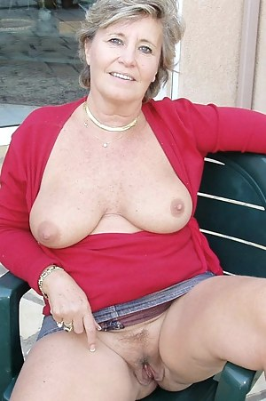 Old woman pussy shot